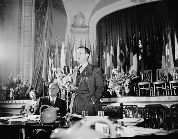 Lester_Bowles_Pearson_presiding_at_a_plenary_session_of_the_founding_conference_of_the_United_Nations_Food_and_Agriculture_Organization